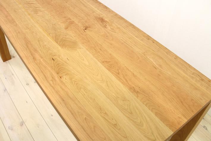 ブラックチェリーを使ったテーブル