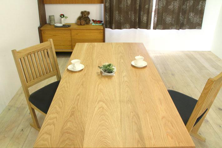 天然木・無垢材をふんだんに使用した流れ杢の美しい風雅ダイニングテーブル ホワイトオーク