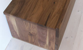 テレビボード 天板と側板