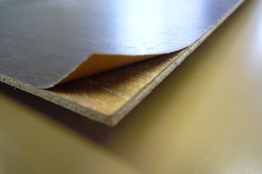 非塩ビシートにベニヤ板を張り付けた板