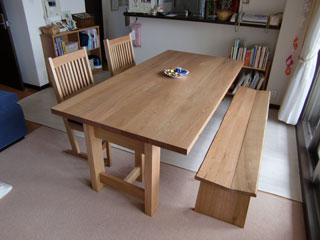 天然木のクルミ材のダイニングテーブル-1