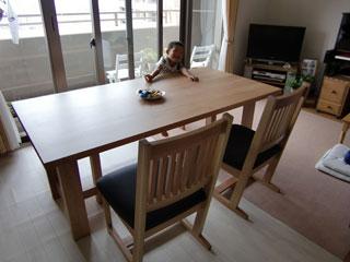 天然木のクルミ材のダイニングテーブル-3