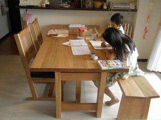 天然木のクルミ材のダイニングテーブル-4