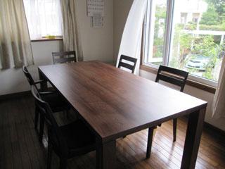 天然木・無垢のダイニングテーブルW1800ウォルナット2