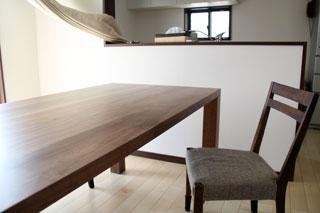 凛-天然木・無垢のダイニングテーブルW1800ウォールナット4