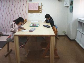 天然木・無垢のダイニングテーブル-メープル-凛4