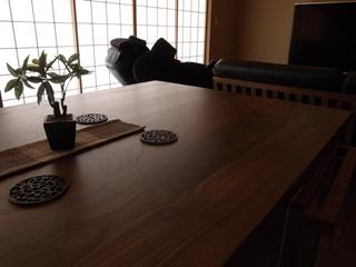 天然木・無垢のダイニングテーブル-ウォールナット凛1