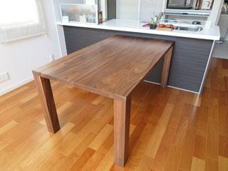 天然木・無垢のダイニングテーブル-W1650-ウォールナット-凛3