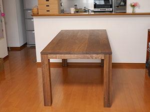 天然木のダイニングテーブル-ウォールナット1