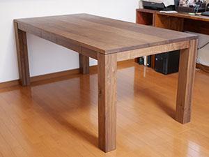 天然木のダイニングテーブル-ウォールナット2