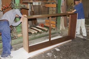 自然工房 作業風景2 家具の組み立て